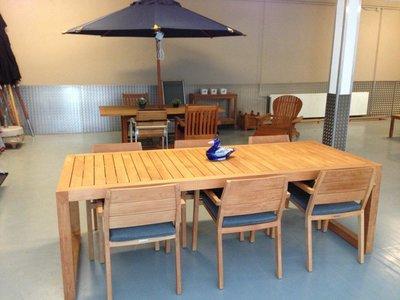City Dining Table avec 6 chaises et cussins (modele d'exposition)